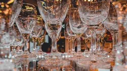 sprakling wine glasses