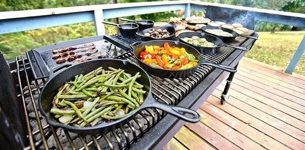 barbcue grill with lots of colorful veggies