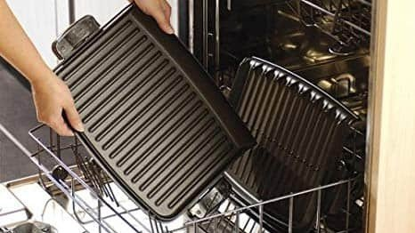 washing an indoor grill plate