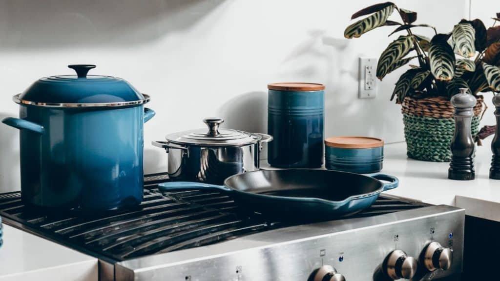 le creuset best enameled cast iron pans